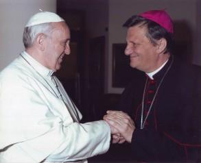 L-Isqof Mario Grech mal-Papa Franġisku [ritratt - L'Osservatore Romano].jpg